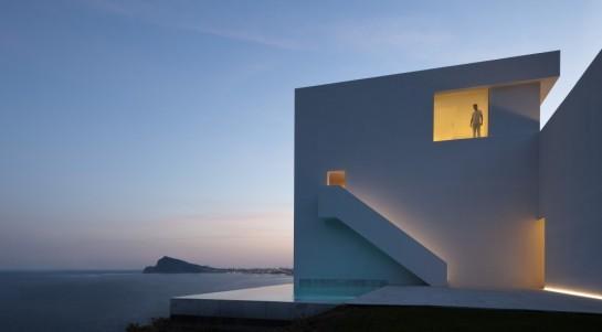 50aaf0a4b3fc4b0b540000ba_house-on-the-cliff-fran-silvestre-arquitectos_fran_silvestre_arquitectos_valencia_-_house_on_the_cliff_-__img_arquitectura_-_0-1000x553