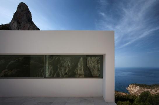 50aaf10ab3fc4b0b540000be_house-on-the-cliff-fran-silvestre-arquitectos_fran_silvestre_arquitectos_valencia_-_house_on_the_cliff_-__img_arquitectura_-_1-1000x657