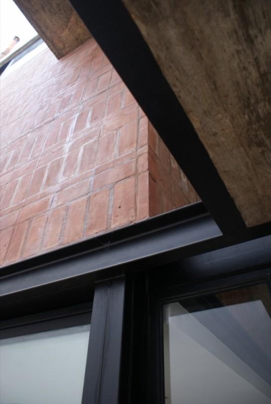 51318598b3fc4b0d98001c09_brick-house-ventura-virzi-arquitectos_1339075601-07-detalle-material-patio-foto-ventura-virzi-669x1000