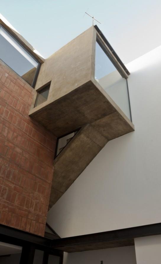 513185a0b3fc4b0d98001c0a_brick-house-ventura-virzi-arquitectos_1339075603-08-patio-foto-federico-kulekdjian-612x1000