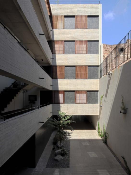 52f02deee8e44e0b6d000025_dos-patios-rdr-arquitectos_hdr_ventana-749x1000