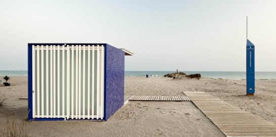 530444fde8e44ef6830000fd_beach-modules-m-rius-quintana-creus_adri-_goula_03-1000x499