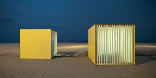 530445c1e8e44ef683000100_beach-modules-m-rius-quintana-creus_adri-_goula_10-1000x500