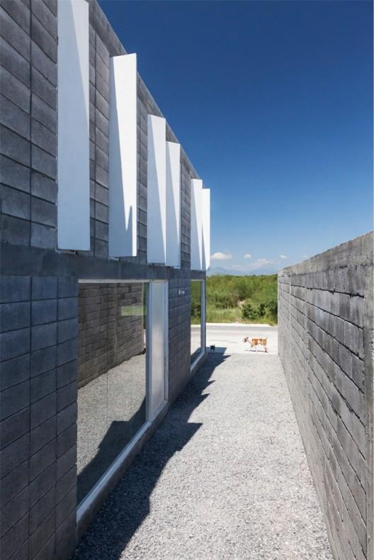 536fb991c07a80c58500004e_casa-caja-s-ar-staci-n-arquitectura-comunidad-vivex_casa_caja_32-528x790