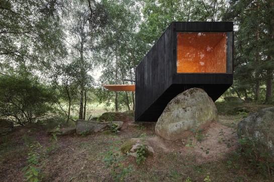 53a9eb9cc07a8033bd000003_forest-retreat-uhlik-architekti_004-1000x666