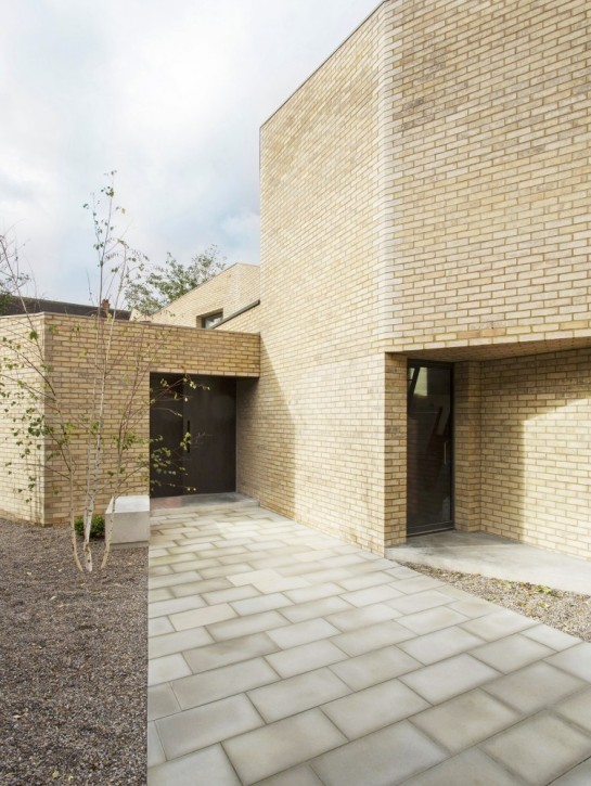53aa112ac07a8033bd000035_luker-house-in-barnes-jamie-fobert-architects_luker-house-contemporary-modern-london-residential-home-jamie-fobert-architects--751x1000