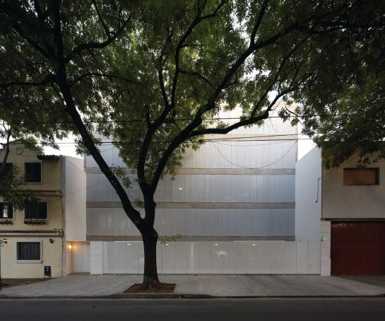 ESTEBAN-TANNENBAUM . Edificio de viviendas Sucre 4444 . Buenos Aires (1)