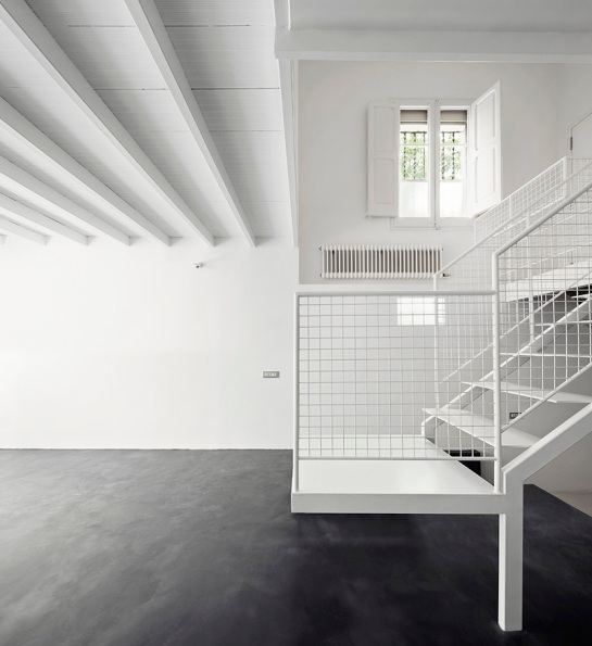 511414e7b3fc4b279c000124_remodeling-a-house-in-nou-barris-arquitectura-g_virrey_amat_07