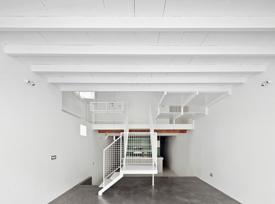 511414f2b3fc4b8f96000127_remodeling-a-house-in-nou-barris-arquitectura-g_virrey_amat_10