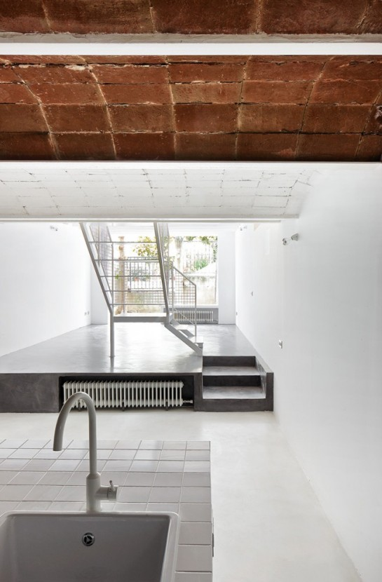 511414f9b3fc4b5e5e000129_remodeling-a-house-in-nou-barris-arquitectura-g_virrey_amat_13-656x1000