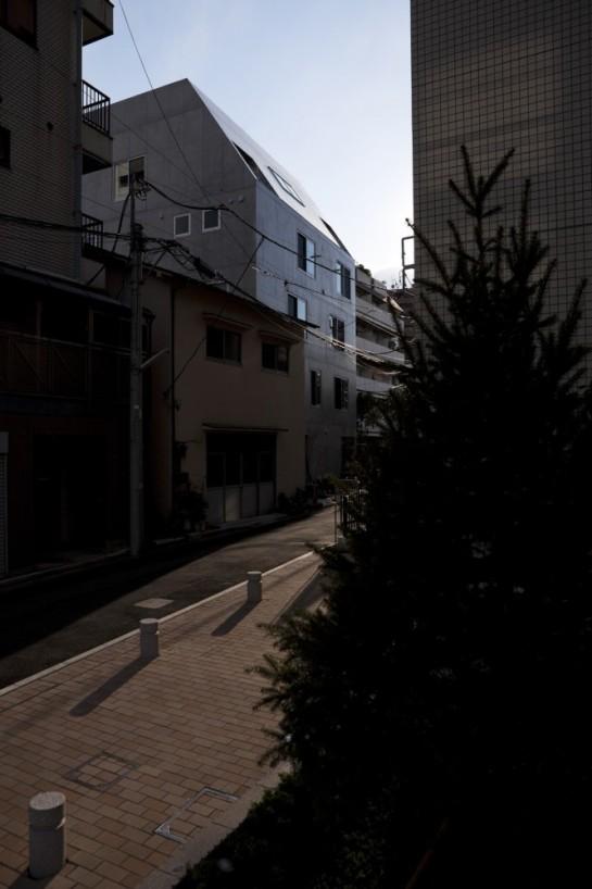 53e17dcec07a8044550001d1_luz-shirokane-kawabe-naoya-architects-design-office_luz-02-666x1000