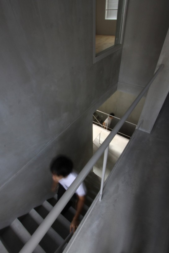53e17e1dc07a801874000263_luz-shirokane-kawabe-naoya-architects-design-office_luz-08-666x1000