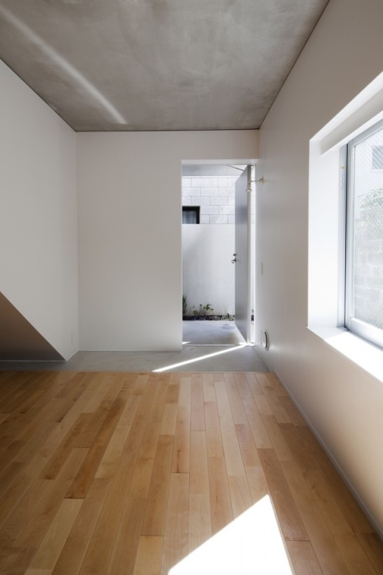 53e17e35c07a801874000264_luz-shirokane-kawabe-naoya-architects-design-office_luz-10-666x1000