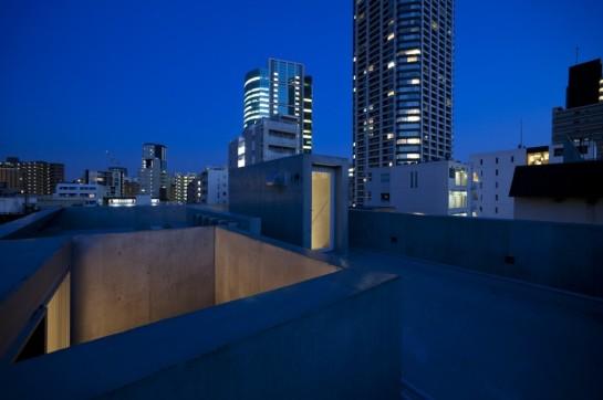 53e17e7ec07a80bf020001f0_luz-shirokane-kawabe-naoya-architects-design-office_luz-16-1000x666