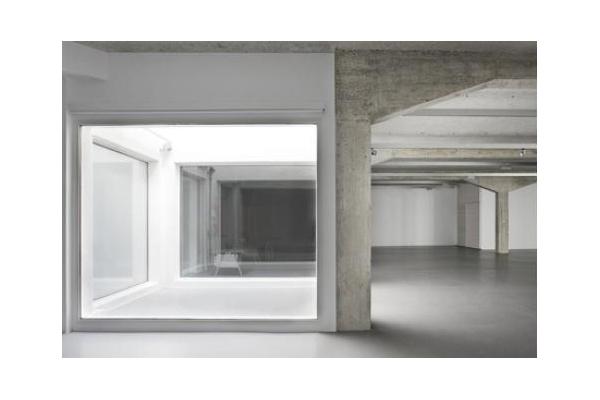 Norman Foster . espacio expositivo para Ivorypress . Madrid (1)