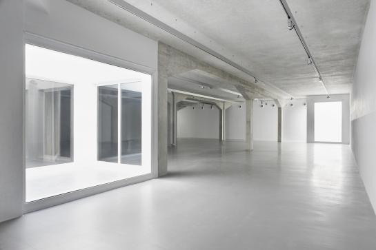 Norman Foster . espacio expositivo para Ivorypress . Madrid (2)