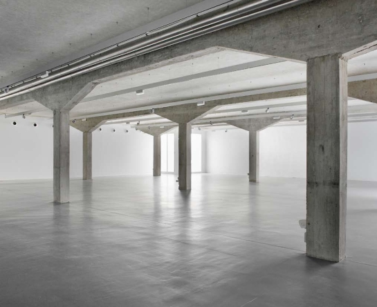 Norman Foster . espacio expositivo para Ivorypress . Madrid (4)
