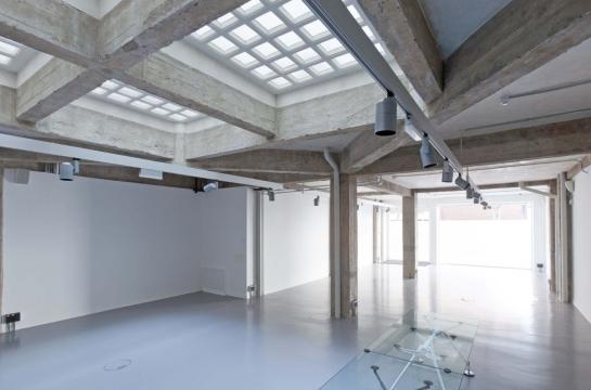 Norman Foster . espacio expositivo para Ivorypress . Madrid (8)